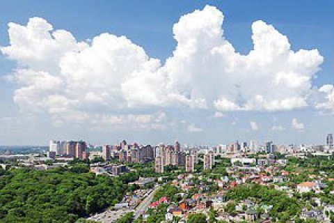 В пятницу в Киеве обещают кратковременный дождь и грозу