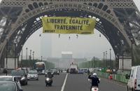 Президентська кампанія у Франції завершилася незвичайними акціями протесту