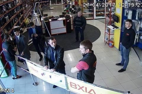 """Мережа магазинів """"База автозвуку"""" заявила про обшук"""