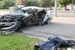 Драматург Эдвард Радзинский на Volvo столкнулся с Nissan: погибла девушка