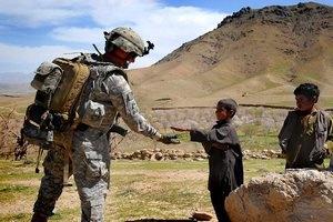 """США начинают вывод войск из Афганистана, оставляя там """"учебную армию"""""""