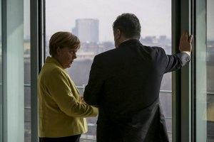 Порошенко обсудил с Меркель работу ОБСЕ и саммит в Риге