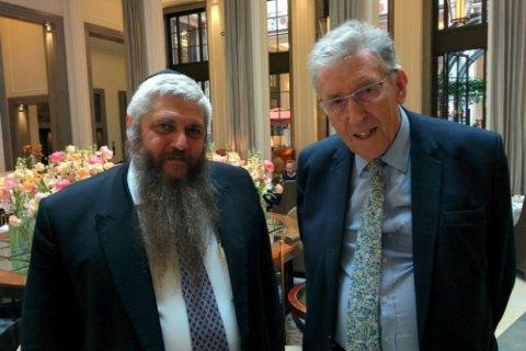 Британські політики використали візит головного рабина України в Лондон для отримання інформації про Україну
