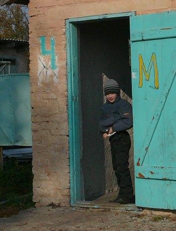 Шкільний туалет в селі під Києвом