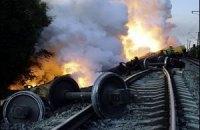 Поезд с нефтью сошел с рельсов и загорелся в Черкасской области (обновлено)