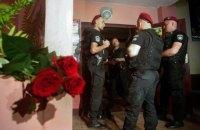 Полицейские продолжают опрос жильцов дома, где погиб Бабченко