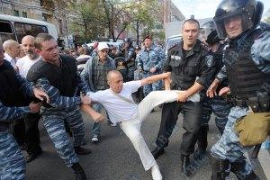 """Сторонники Тимошенко выстраиваются в колонну, """"Беркут"""" применяет силу"""