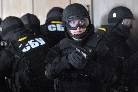 У центрі Києва зі стріляниною затримали кур'єрів конвертцентру
