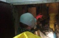 В Киеве обнаружили заваленную мусором квартиру с мертвым человеком
