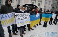 Під посольством РФ відбулася нечисленна акція проти окупації Криму