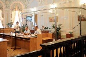 Для Тимошенко в суде установили стеклянный бокс