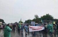 Работники украинских спиртзаводов перекрыли международные трассы