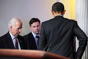 Байден заснул на бюджетном выступлении Обамы