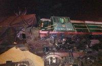 Поезд с зерном упал с высоты нескольких метров в Одесской области