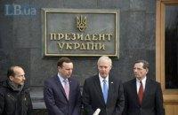 Американські сенатори зустрілися із Зеленським і пообіцяли допомагати Україні
