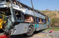 В Индонезии пассажирский автобус вылетел в ущелье, погибли более 20 человек