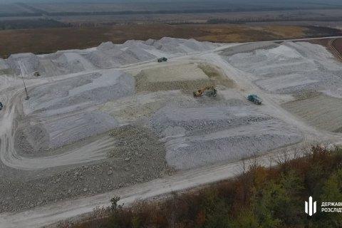 ДБР повідомило про підозру директору глиновидобувної компанії з Донецької області