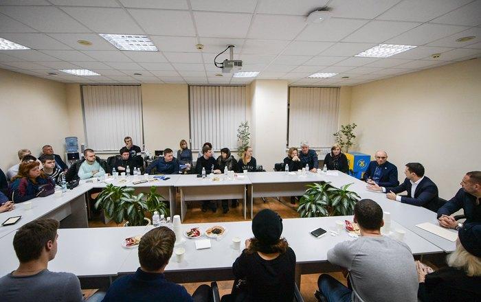 Євген Дихне та президент Володимир Зеленский зустрілися з рідними загиблих членів екіпажу рейсу PS 752, 9 січня