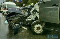 Пассажир такси погиб в результате столкновения с ЗИЛом на проспекте Лобановского в Киеве (обновлено)