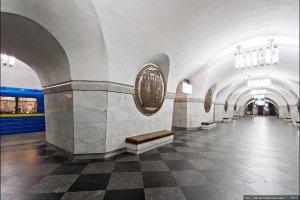 Девушка, упавшая на рельсы в метро, выжила