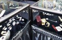 В Донецкой области грабители вынесли из ювелирного магазина драгоценностей на миллион грн