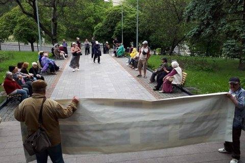 Будівлю ВККС другий день блокують невідомі активісти