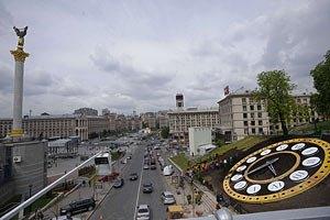 Майдан закрыли ограждением и усиленно охраняют