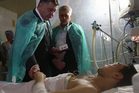 Порошенко пообіцяв пораненим львівським міліціонерам знайти організатора вибухів