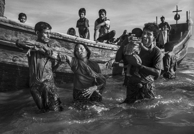 Жители Мьянмы, бежавшие в Бангладеш.