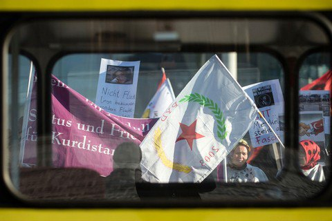 Курды объявили о создании автономного региона на севере Сирии