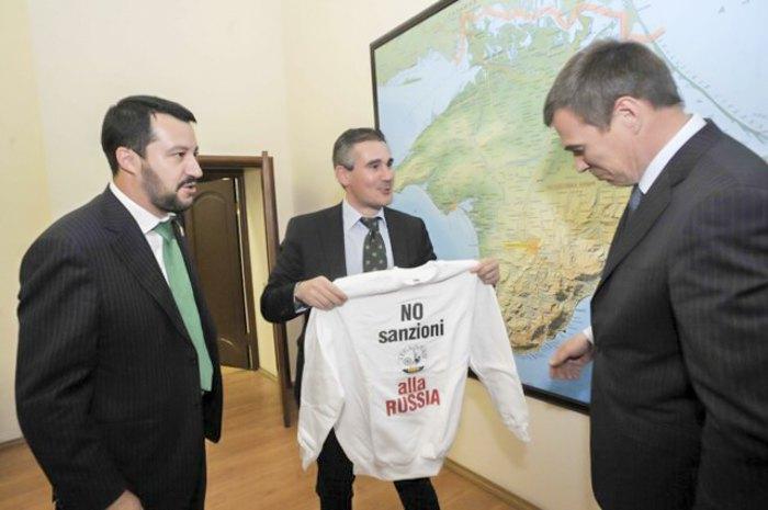 Слева-направо: Маттео Сальвини, Паоло Гримольди и бывший министр РФ по делам Крыма Олег Савельев.