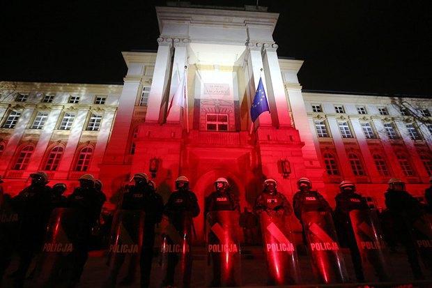 Полиция охраняет здание резиденции премьер-министра