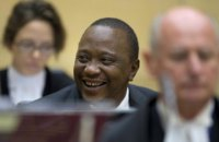 На инаугурации в Кении сторонников президента отгоняли слезоточивым газом