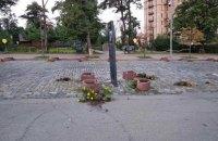 На Алеї Героїв Небесної Сотні в Києві чоловік знищив усі чорнобривці з квітників