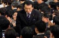 Рейтинг премьера Японии рекордно упал