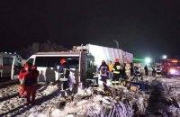 Біля Івано-Франківська сміттєвоз зіткнувся з маршруткою, двоє людей загинуло
