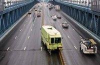 На мосту Патона установят передвижной отбойник