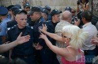 Митингующие на Березняках снесли проволоку вокруг незаконной застройки