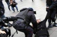 В России задерживают участников акций в поддержку обвиняемых в экстремизме