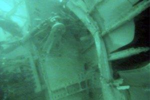 Хвіст літака AirAsia підняли з дна моря