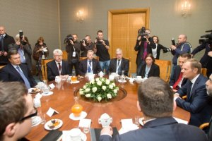 Янукович пообедал в Польше