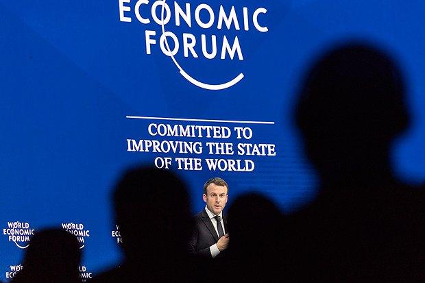 Президент Франции Эмануэль Макрон во время выступления в Давосе