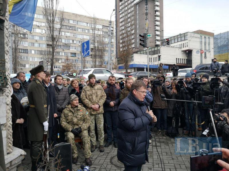 На переднем плане - вице-премьер Розенко