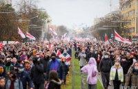 У Мінську проходить черговий протестний марш, у Ліді силовики застосували газ (оновлено)