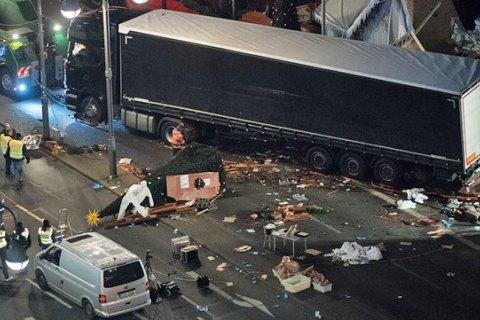 Знайдений мертвим пасажир вантажівки, що наїхала на натовп у Берліні, виявився громадянином Польщі