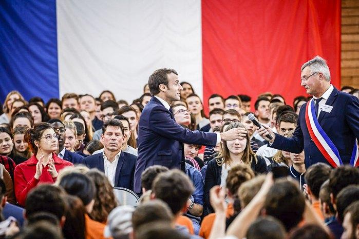 Эммануэль Макрон во время встречи с мэрами, молодежью и студентами департамента Сона и Луары в рамках «Великих национальных дебатов», Бургундия, Франция, 07 февраля 2019.