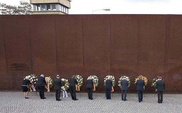 Церемонія памяті 50-ї річниці зведення Берлінськой стіни