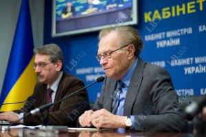 Азаров рассказал Кингу, как ему тяжело работать с Путиным