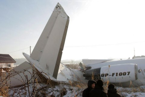 В Казахстане назвали три версии авиакатастрофы самолета Bek Air