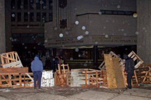Неизвестные захватили здания Совета и Совмина Крыма